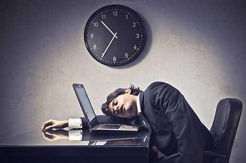 残業とは?「法定時間外」と「法定時間内」の2つに分けられる