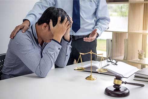 強制わいせつ罪で逮捕されたら、弁護士へすぐ相談を!
