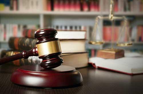 自己破産を検討中の方は、弁護士に相談を