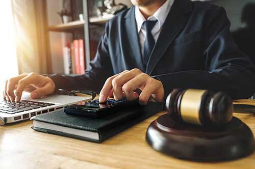 弁護士費用の相場と依頼した場合の流れ