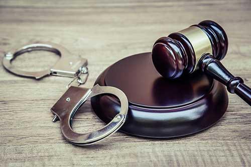 逮捕後釈放を目指すなら、どのような弁護士に依頼すべきか?
